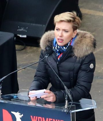 Scarlett_Johansson_at_Women's_March_on_Washington_(cropped)